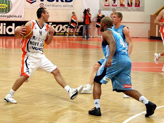 Basketbalisté Nového Jičína v předposledním domácím utkání nadstavby podlehli těsně Prostějovu, kterému vyšla samotná koncovka zápas.
