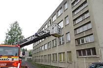 Nové byty pro mladé v Novém Jičíně mají vzniknout v bývalé ubytovně pro zdravotnický personál. Tento objekt města nedávno využili hasiči ke cvičení.