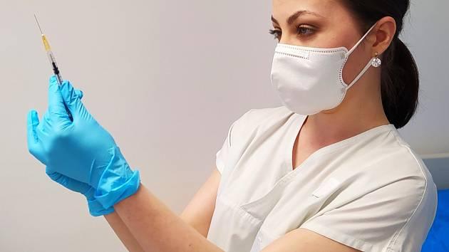 Vakcinační centrum novojičínské nemocnice navyšuje kapacity.