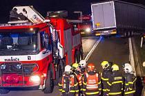 Nehoda kamionu zablokovala silnici mezi Bílovcem a Fulnekem.