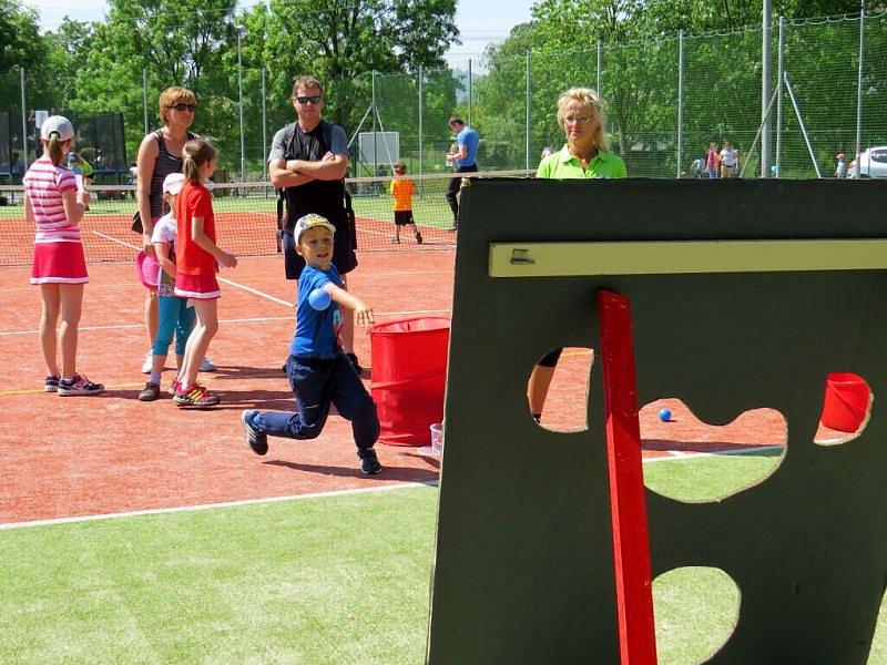 První červnová sobota se v Šenově u Nového Jičína nesla ve znamení oslav. U příležitosti dětského dne tam slavnostně otevřeli nově vybudované sportoviště, které nabízí dětem i dospělým rozmanité prvky.