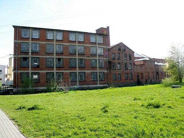 Textilní historii Fulneku dokládá rozlehlá továrna.