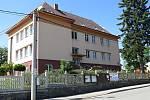 V základní škole v Heřmanicích u Oder mají i učebnu pro školní včelařský klub.
