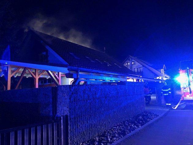 Vpondělí 26.listopadu večer museli hasiči zasahovat vSedlnici na Novojičínsku, kde plameny pohltily rodinný dům.
