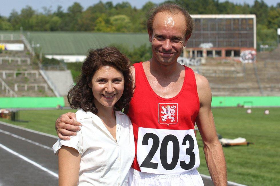 Z natáčení snímku Zátopek. Slavného běžce hraje Václav Neužil, režisérem je David Ondříček.