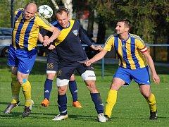 FOTBALISTÉ Frenštátu pod Radhoštěm (v tmavém) na úvod sezony remizovali v Krnově.