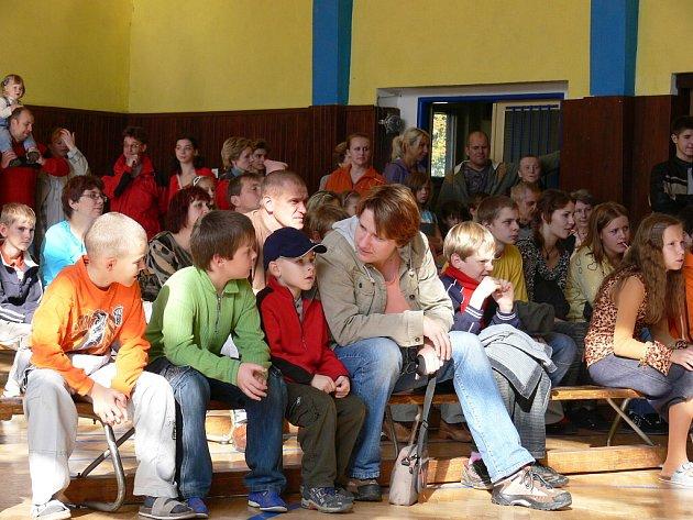Na základní škole v Mořkově se slavilo a vzpomínalo.