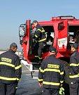 Předání nových zodolněných hasičských speciálů.