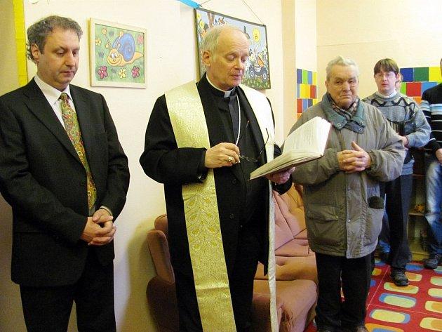 V ÚNORU požehnal azylovému domu sám biskup diecéze František Lobkowicz.