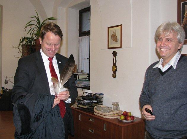 Martin Bursik na návštěvě v bartošovické záchranné stanici.