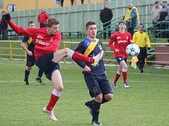 BÍLOVEČTÍ FOTBALISTÉ (v červeném) nevyzráli na Český Těšín ani podruhé v sezoně, když s ním, po podzimní porážce 0:2, v odvetě remizovali 1:1.