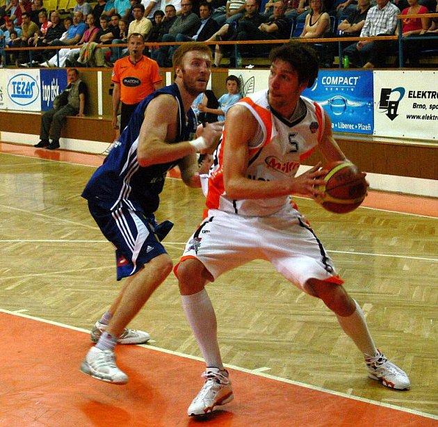 Basketbalisté Novéhéo Jičína přivítali v prvním utkání semifinálové série play-off BK Prostějov.