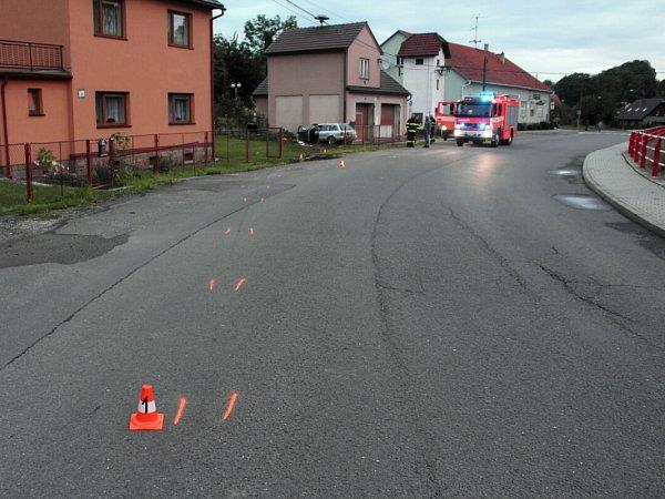 Dopravní nehoda vobci Životice. Osobní auto narazilo do zdi rodinného domu.