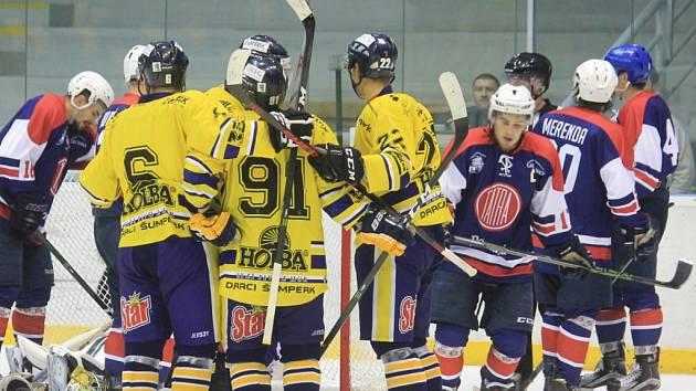 Na úvod sezony Kopřivnice přestřílela favorizovaný Šumperk, ale proti Hodonínu už to svěřencům Jaroslava Kofroně nevyšlo.