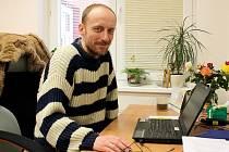 Michal Hašek je vedoucím Racka, který pomáhá lidem v tíživé životní situaci.