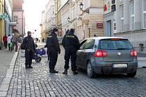 Na Novojičínsku policisté hlídali vjezdy na Masarykovo náměstí v Novém Jičíně.