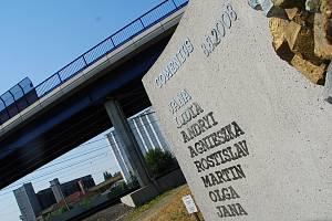 Pomník připomíná vlakové neštěstí.