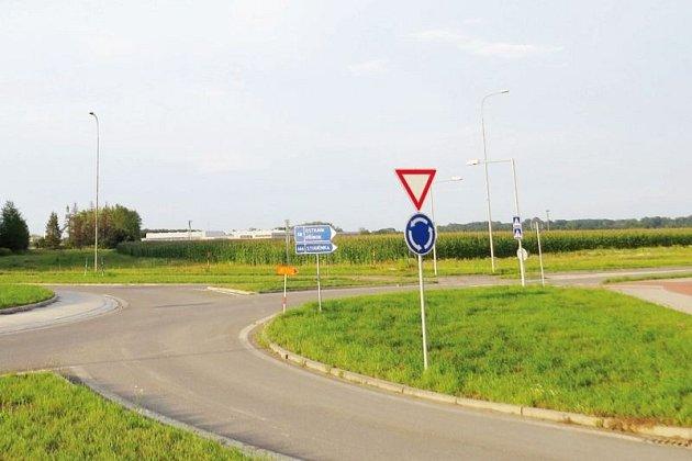 V této lokalitě na téměř dvaceti hektarech bude stát nová fabrika na výrobu světlometů.