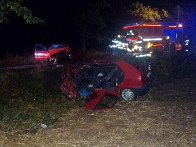Nedělní nehoda dvou osobních automobilů Škoda Felicia a Škoda Felicia Combi v Hůrce. Hasiči museli vyprostit oba zraněné řidiče obou vozidel. Předali je rychlé záchranné službě.