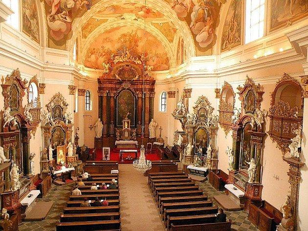 Kostel Nejsvětější Trojice ve Fulneku se může pyšnit honosnou výzdobou.