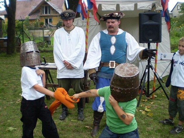 Zejména dětem patřilo v sobotu krátce po poledni hřiště, na kterém se slavnost Olbramic odehrávala