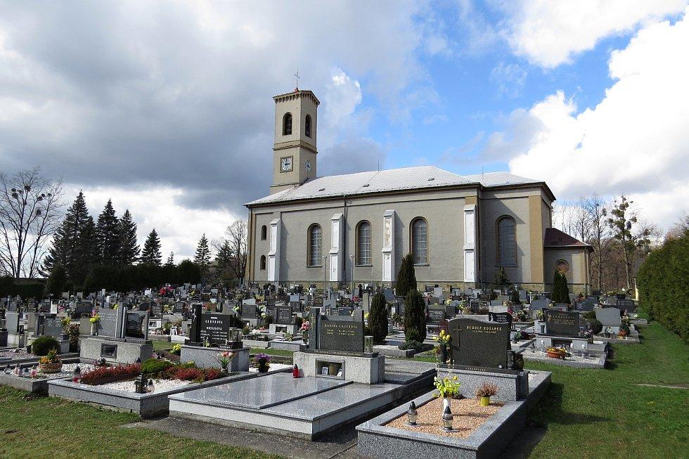 Kostel, který stojí ve Veřovicích, možná měl stát jinde.