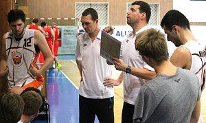 Novojičínské basketbalisty povede i v nadcházejícím ročníku trenérské duo David Hájek (vpravo) a Martin Zdražil.
