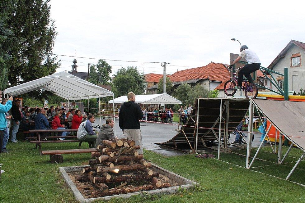 Exhibice bikerů v Jeseníku nad Odrou.