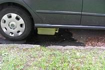 Kopřivničtí policisté dopadli mladíka, který kradl palivo z vozidel provrtáním nádrží.