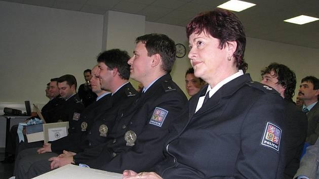 Mezi policisty, kteří včera získali titul Nejlepší pracovník roku 2007, byla i jediná žena Dagmar Bonnová z dopravního inspektorátu (na snímku).