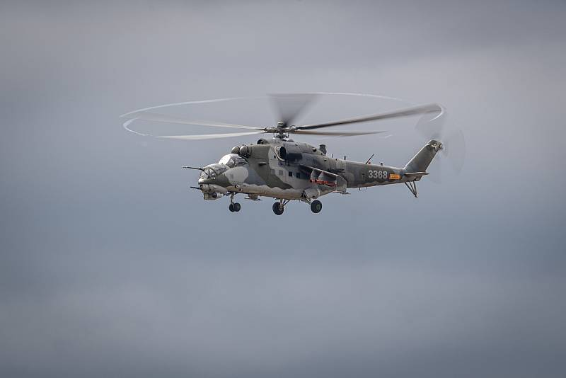 Na letišti v Mošnově na Novojičínsku začaly 18. září 2021 dvoudenní Dny NATO a Dny Vzdušných sil Armády ČR, které jsou největší bezpečnostní přehlídkou v Evropě. Ukázka 22. vrtulníkové základy, Mi-24/35 + Mi-171š.