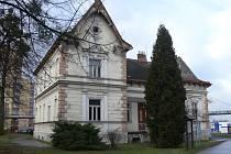 Vila Ignáce Bönische v Kopřivnici funguje už desítky let jako loutkové divadlo. Zároveň však tato architektonická perla z roku 1891 chátrá. Opravy vily vyjdou na zhruba 49 milionů korun.