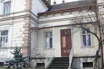 Vila Ignáce Bönische v Kopřivnici funguje už desítky let jako loutkové divadlo. Zároveň však tato architektonická perla z roku 1891 chátrá.