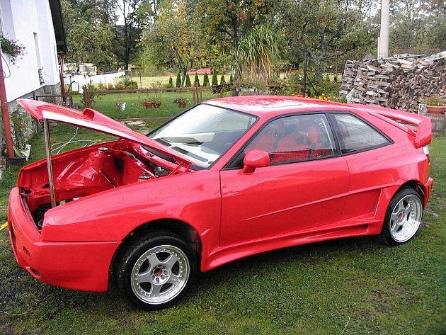 Pořádný šok musel zažít před pár dny majitel upraveného vozidla Volkswagen Corrado G60, když otevřel svou garáž. Svého plechového miláčka v ní nenašel.