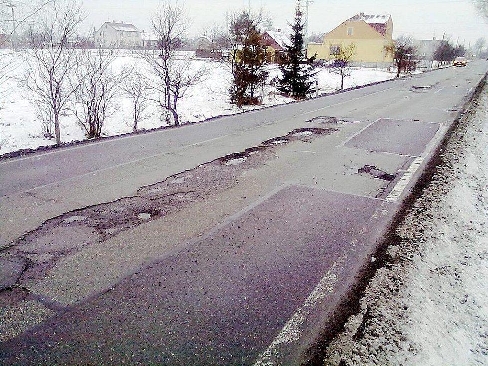 Výmol na silnici v Rychvaldu na Karvinksu vyhrál mezi hlasujícími v unikátní anketě Výmol 2011.