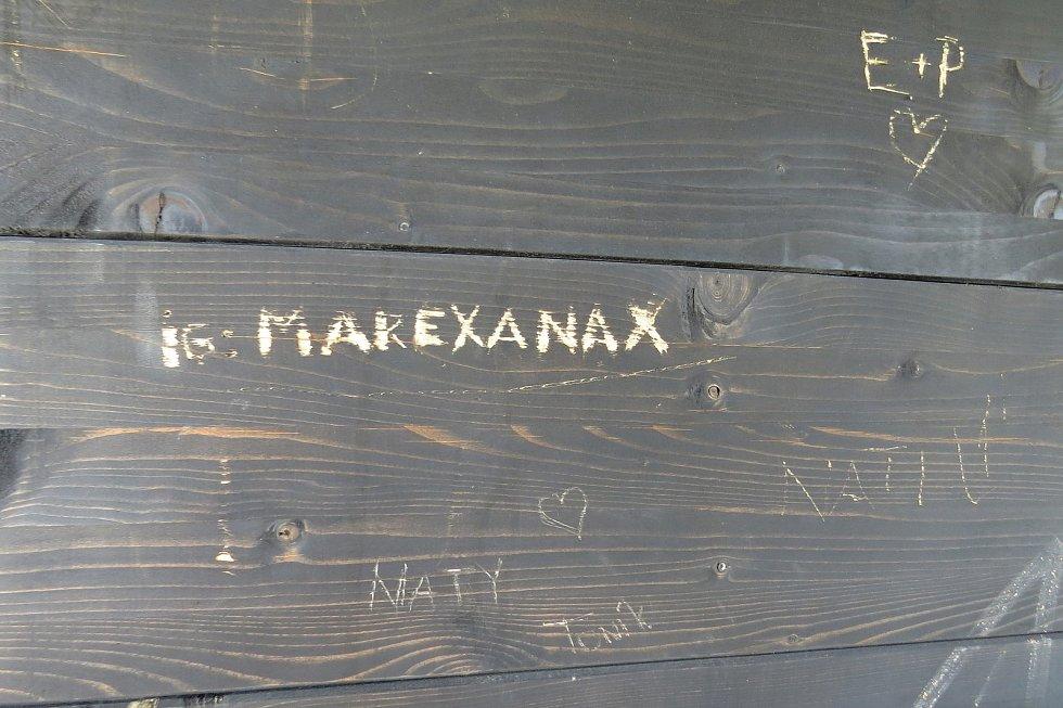 Rozhlednu ve Veselí u Oder ničí vandalové. Takto to tam vypadalo 9. září 2021.