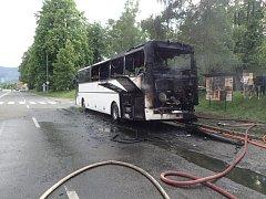 Ve Frenštátě začal hořet autobus plný dětí. Naštěstí se nikomu nic nestalo