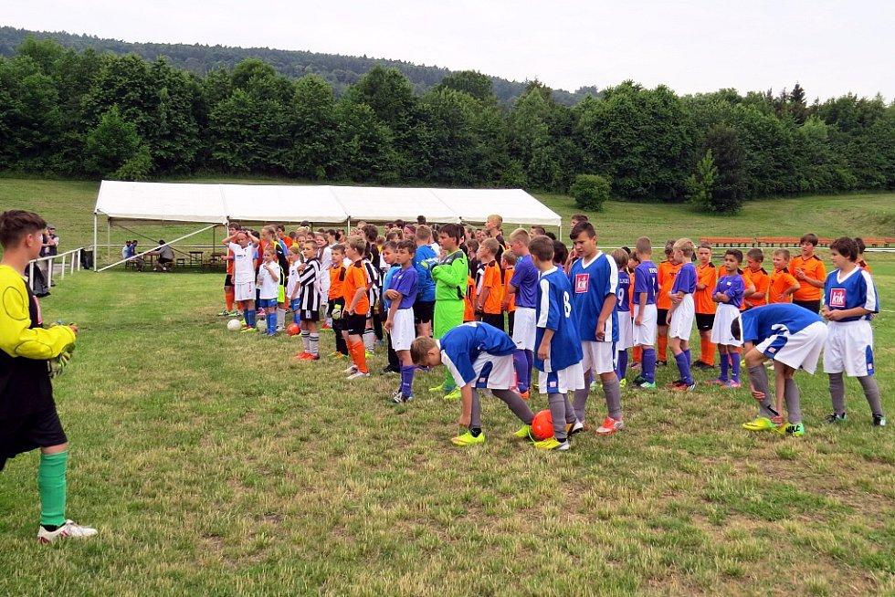 You Will Never Walk Alone neboli Nikdy nepůjdeš sám,tak se jmenuje fotbalový turnaj v Odrách, který se letos uskutečnil již pošesté.