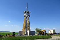 Nová rozhledna kuželovitého tvaru v Blahutovicích nad Odrou bude otevřená ke konci srpna 2021.