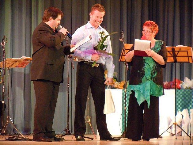 Hokejista HC Oceláři Třinec, Martin Adamský, získal za své úspěchy ocenění města Studénky ve sportovní kategorii.