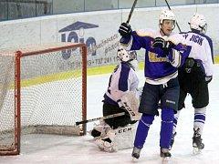 Letošní ročník krajské hokejové ligy se bude hrát v deseti týmech, mezi kterými nechybí rezerva druholigového Nového Jičína a Studénka.