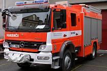 Novojičínští hasiči jezdí od března v nové cisternové automobilové stříkačce.