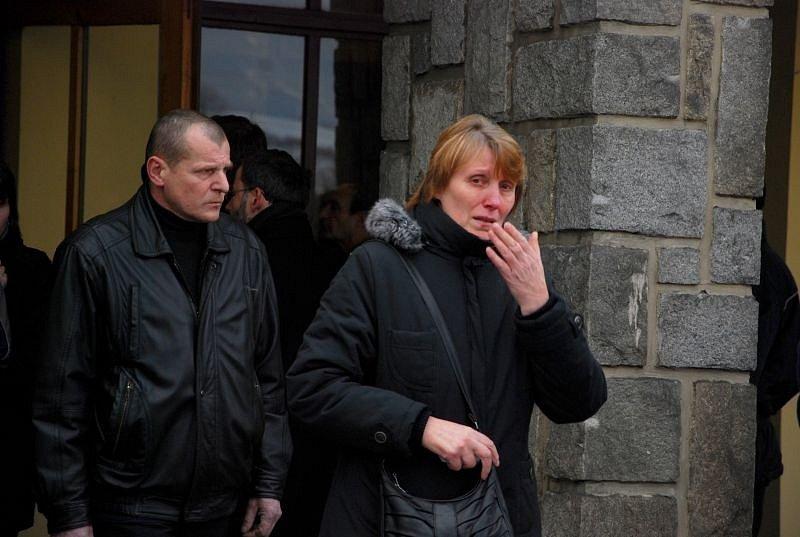 Deset dní po frenštátské tragédii se ve středu 27. února uskutečnil ve městě první pohřeb obětí ničivého výbuchu panelového domu. Manželé Konvičkovi se rozloučili na městském hřbitově se svými dětmi - šestiletým Radimkem a dvouletou Adélkou.