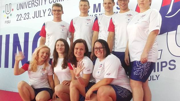 Součástí reprezentace ČR na mistrovství světa v Srbsku byli i zástupci Laguny. V horní řadě zcela vpravo trenérka Simona Klapcová, vedle ní stojící Jakub Jarolím a ve spodní řadě druhá zleva Klára Křepelková.