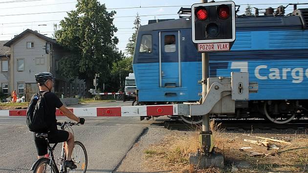 Železniční přejezd ve Studénce. Ilustrační foto.