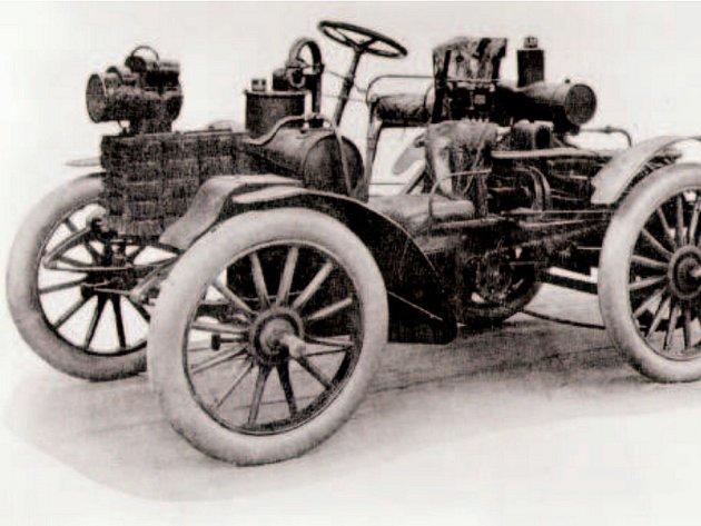 První závodní automobil Nesselsdorf