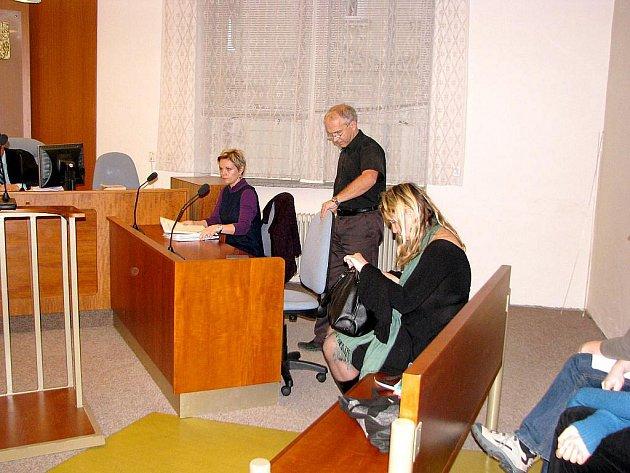 Manželé Ľuboví u novojičínského okresního soudu.