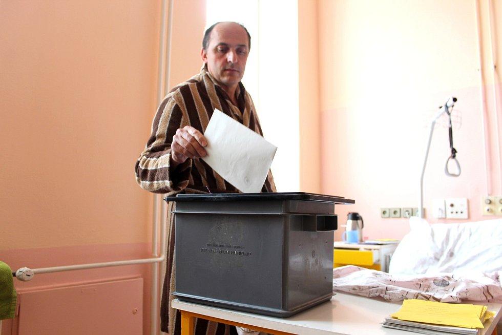 Pan Pavel ze Skotnice byl rád, že mohl volit i během své hospitalizace.