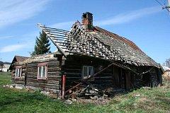 O jedinou nemovitou kulturní památku přišla obec Ženklava. Roubenka z první poloviny 19. století se stala ruinou. Památkáři ji proto vyňali ze seznamu památek a majitel ji hodlá zbourat.