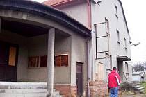 Bývalé kino v Rybí možná změní majitele.